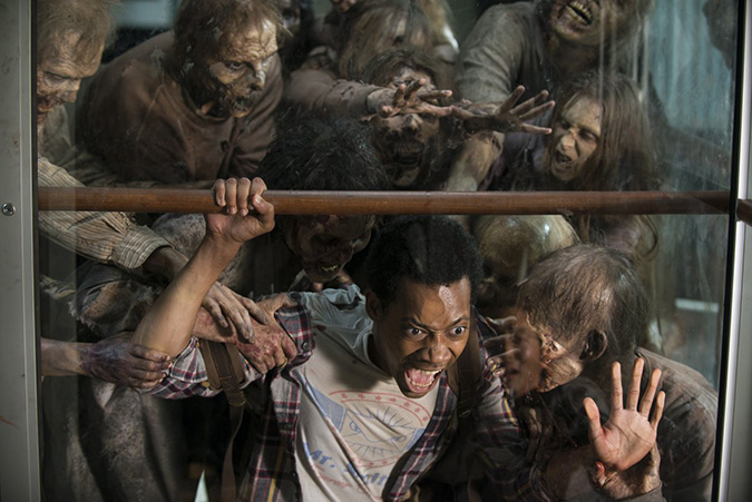 the-walking-dead-noah-revolving-door